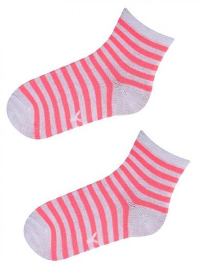 Skarpety w neonowo różowe i białe paski
