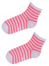 Skarpety w neonowo-różowe i białe paski