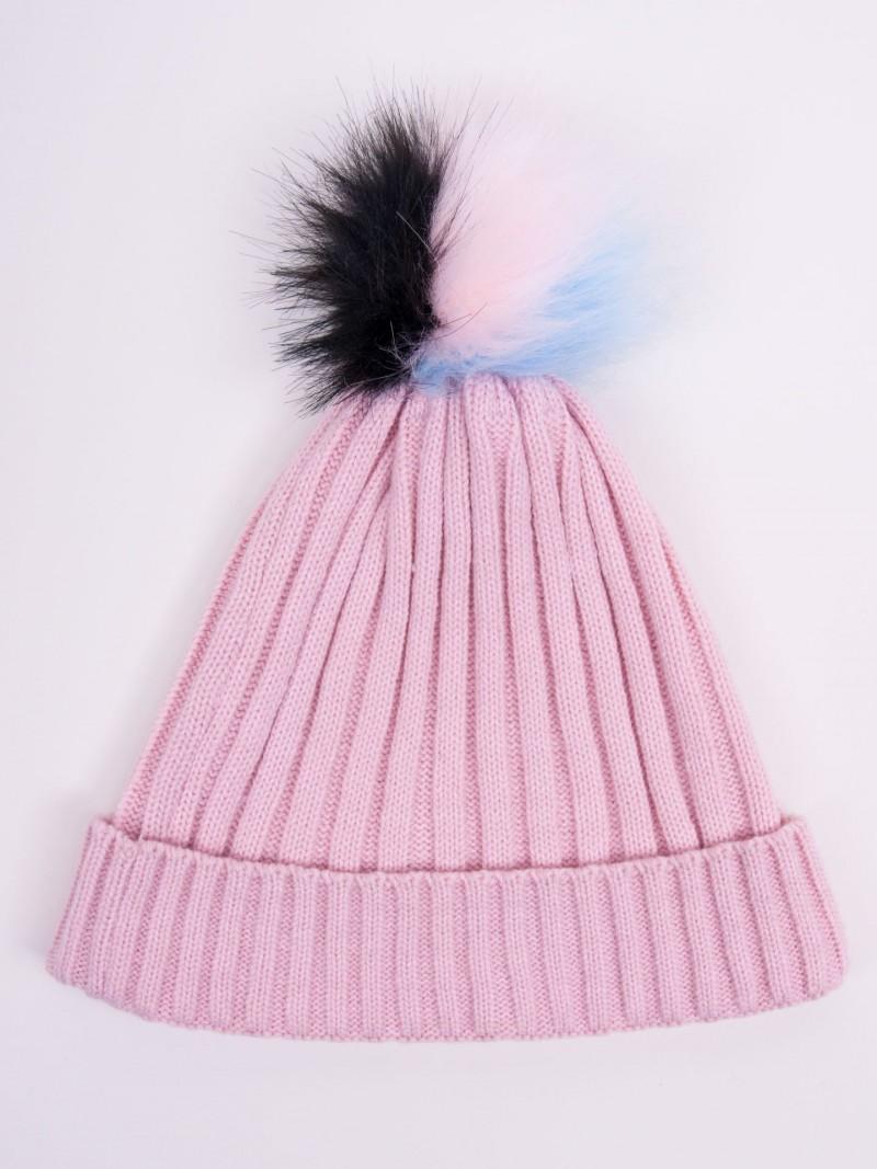 Czapka zimowa z kolorowym pomponem