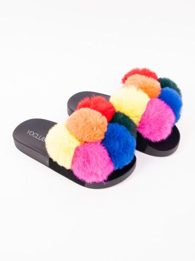 Klapki damskie z futerkiem i kolorowymi pomponami